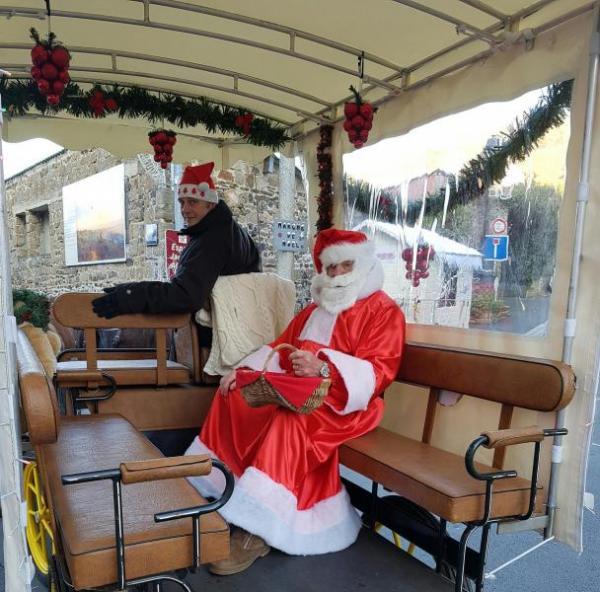 Il est magnifique notre petit Papa Noël!!!